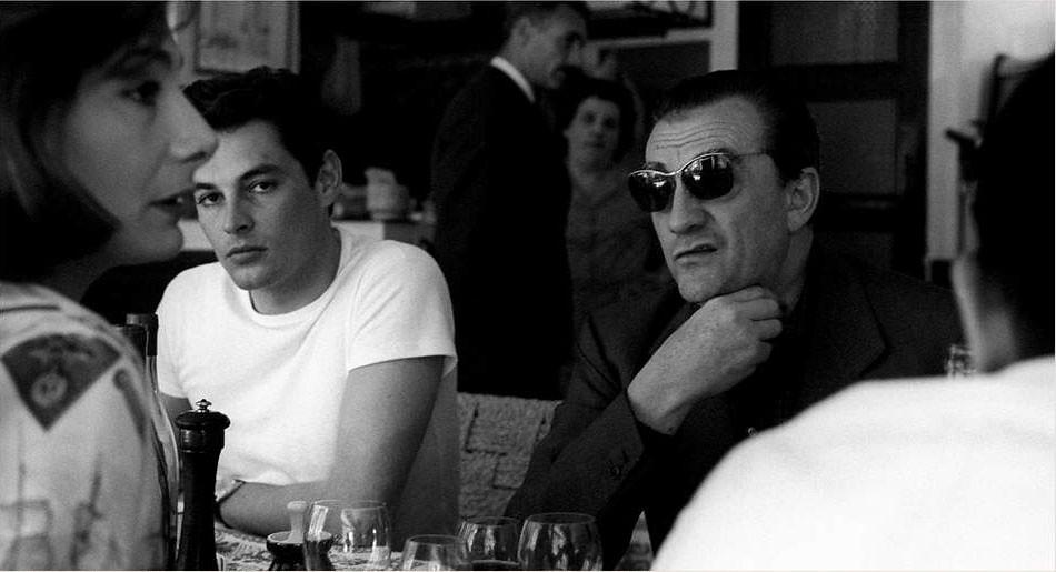iconos que mejor llevaron la camiseta blanca con Alain Delon
