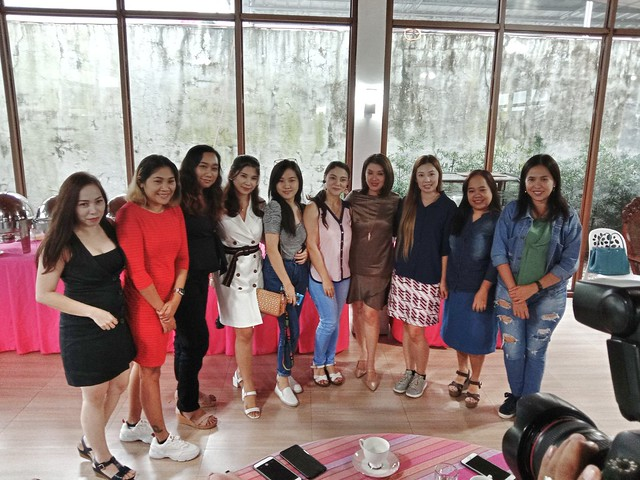 Rep. Rida Robes with bloggers