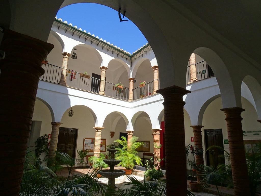 patio interior Casa Cervantes Velez Malaga Málaga 03