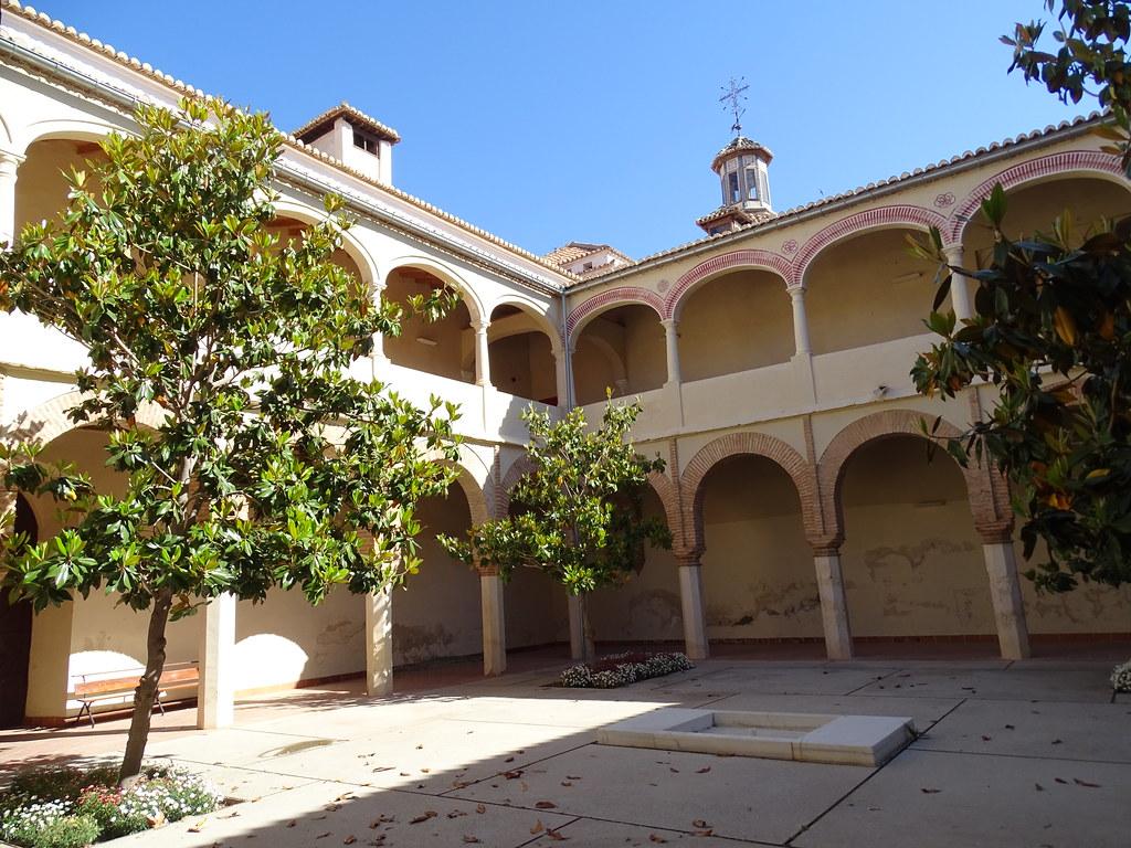 patio del Real Convento de San Francisco e Iglesia de Santiago Velez Malaga Málaga 01