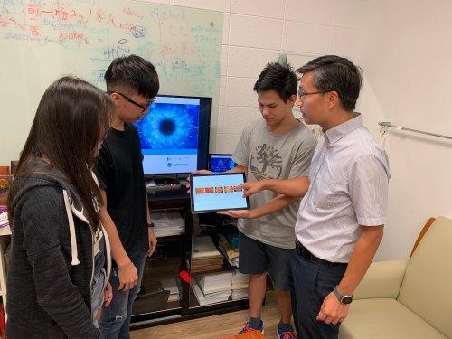 元智大學電機工程系甲組陳敦裕教授帶領研究生施孟宏、吳誌銘、鍾少君(由右至左) (2)