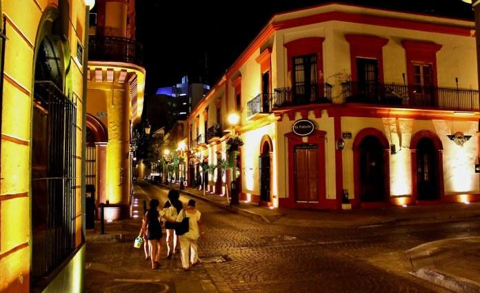 Calles del Centro Histórico, Mazatlán, Sinaloa. | Vista noct… | Flickr