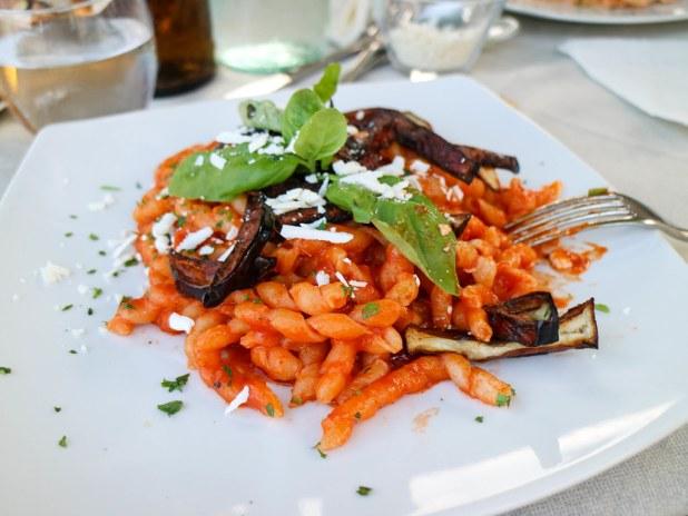 Pasta alla Norma plato tradicional que probar si viajas a Sicilia en 2 semanas