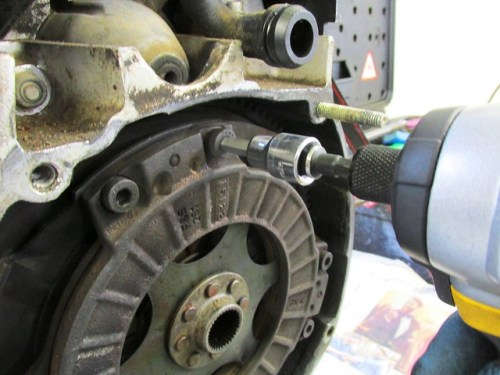 Break Clutch Bolts Loose with Electric Impact Driver