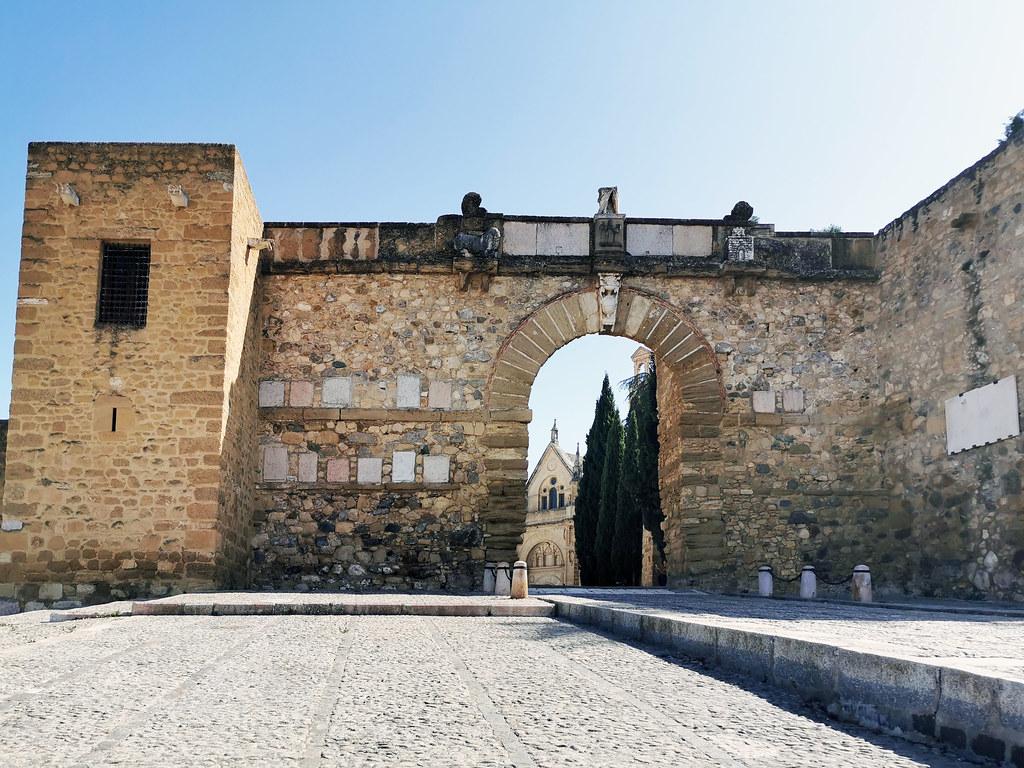 Arco de los Gigantes Alcazaba de Antequera Malaga 03