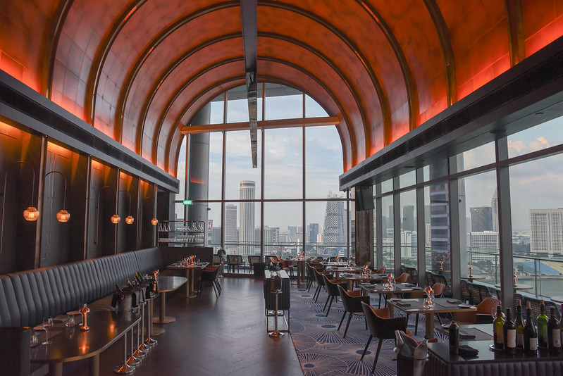 vue restaurant oue bayfront singapore dining hall