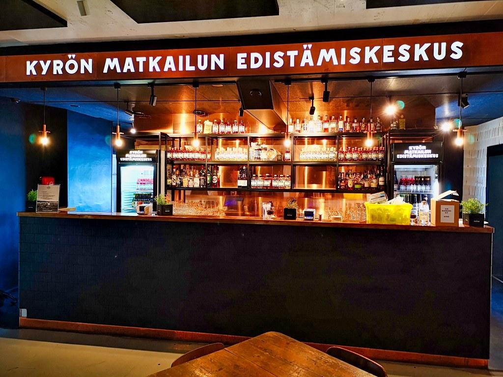 De mooie bezoekersruimte leent zich echt tot het nuttigen van de Kyrö Distillery producten