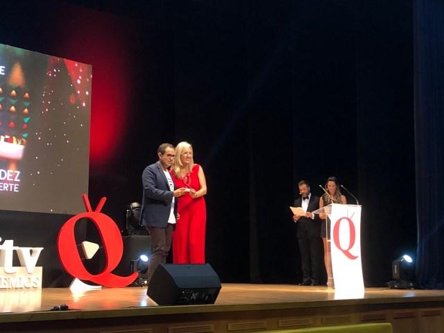 Nacho Correa recogiendo premio