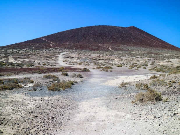 Sendero de ascenso a Montaña Roja