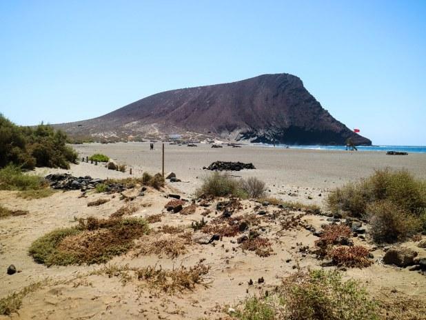 Playa de La Tejita y Montaña Roja al fondo