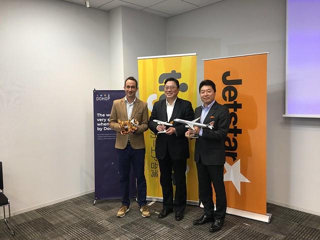 20191204 DOHOP亞太區首席Philipp Dietlin(左)、台灣虎航董事長張鴻鐘(中)、捷星日本CEO片岡優(右)一同出席記者會
