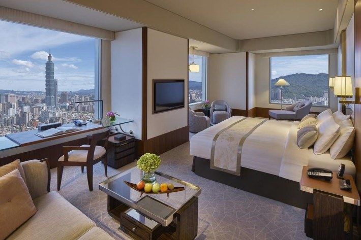 Shangri-La's Far Eastern Plaza Hotel 2