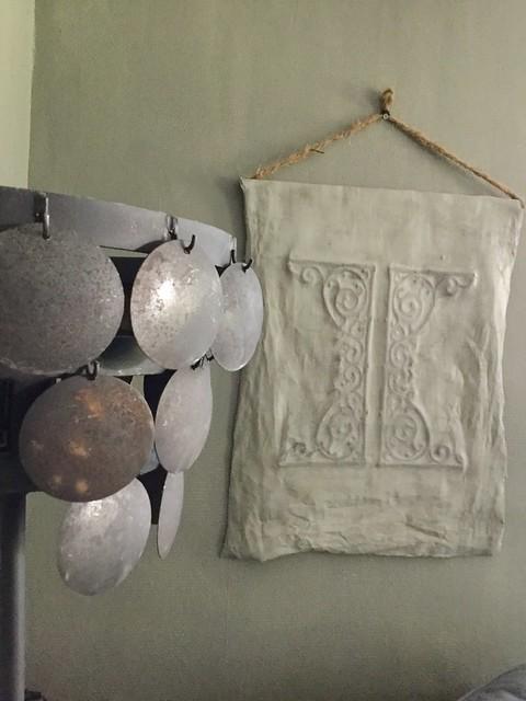 Kalkverfdoek muur schijfjeslamp