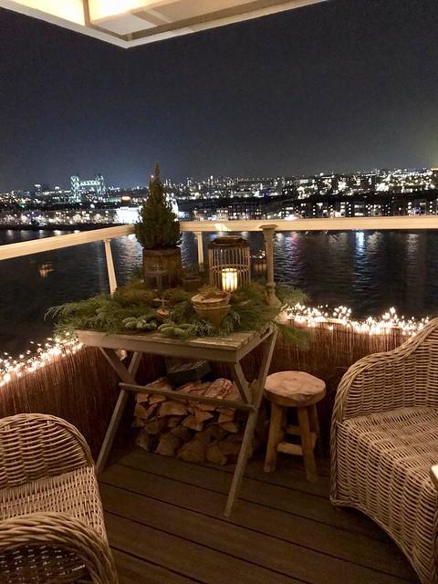 Balkon kerstversiering landelijk sober