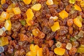 Rosinen und Orangeat/Zitronat