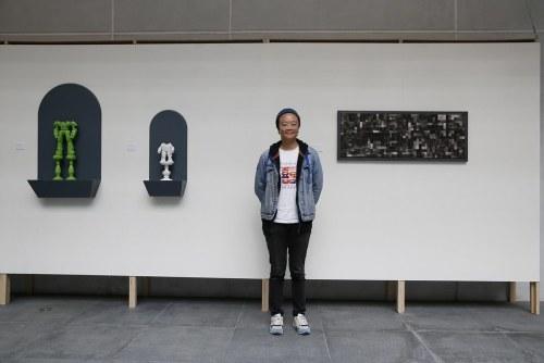 游孟書老師與作品合影 (2)