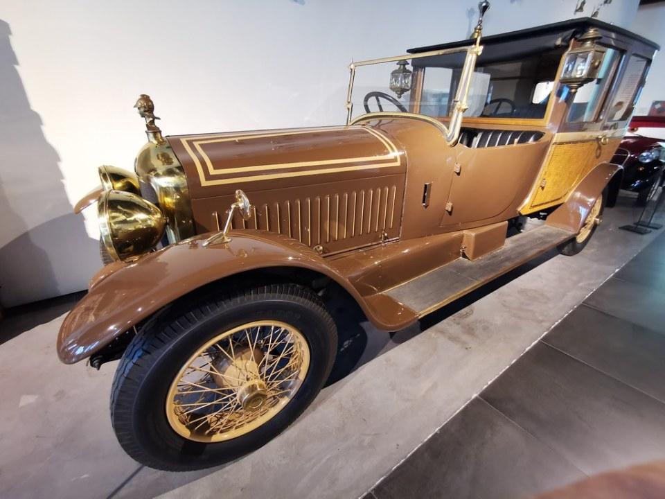 Museo Automovilistico y de la Moda Málaga coches antiguos fabricados en el año 1923 Minerva en Bélgica Modelo 00 Berelina de lujo