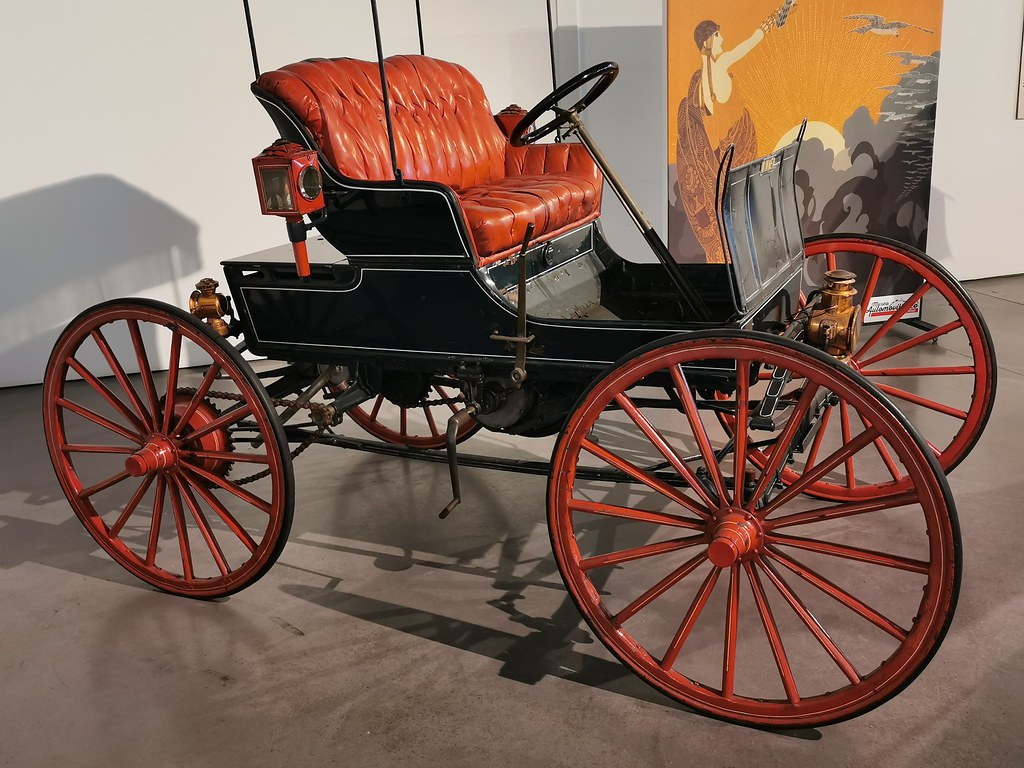 Museo Automovilístico y de la Moda Málaga coche antiguo del año 1898 Winner fabricado en USA Modelo A Transición Sin Caballos