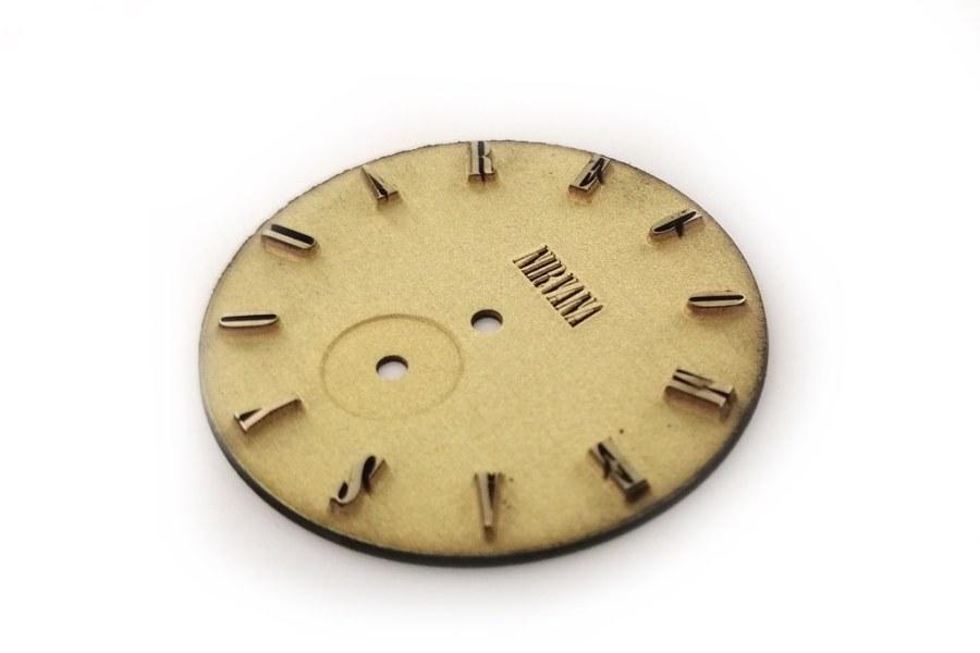 Cyferblat do zegarka naręcznęgo wygrawerowany w mosiadzu, bez obrobki wykończeniowej