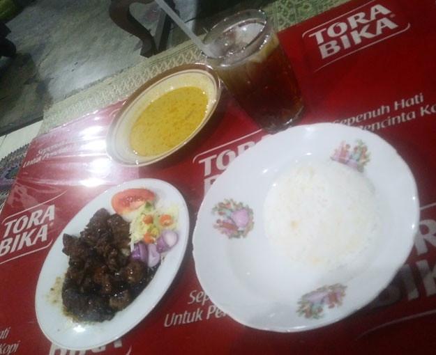 menu-sate-kambing-solo-bu-ratna-karangpandan