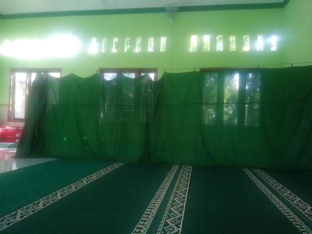 ruangan-dalam-masjid-ngaisyah-umar-bin-hidar