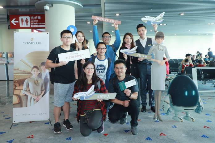 首航乘客Passengers of the First Flight from Macao to Taipa