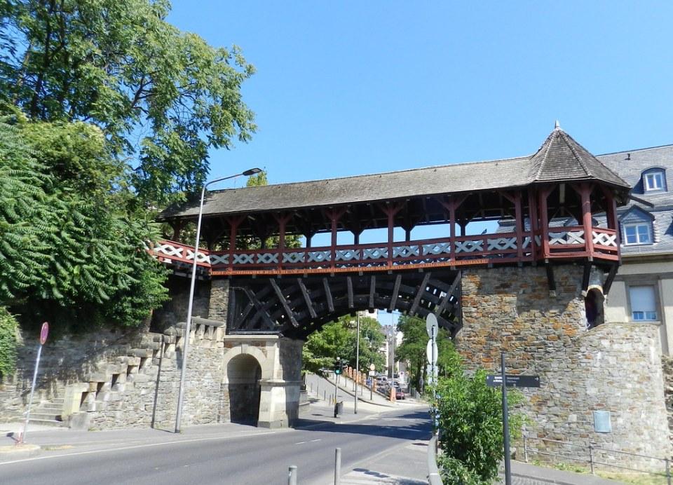 Heidenmauer puerta y muralla romana Wiesbaden Valle del Rin Alemania 02