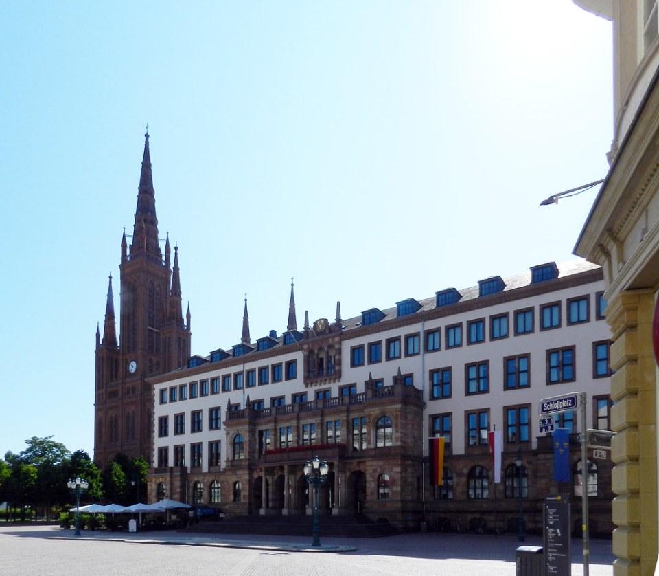 Nuevo ayuntamiento y Marktkirche Iglesia del Mercado Plaza del Palacio Wiesbaden Alemania