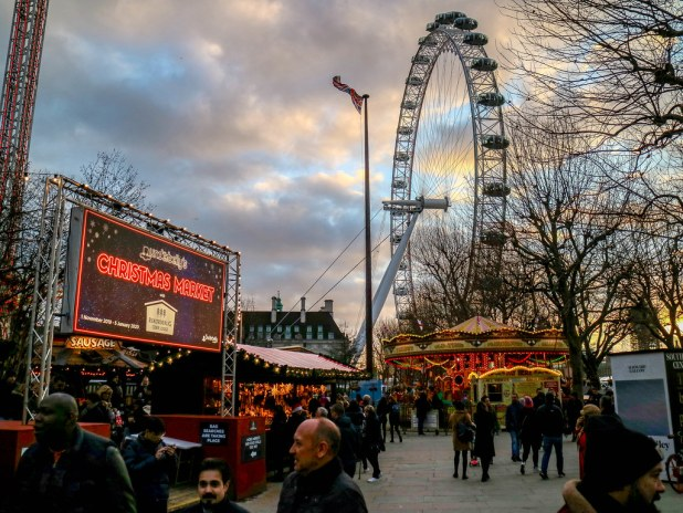 Christmas Market de Southbank con el London Eye de fondo