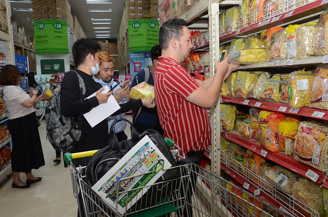 Guests scanning items using the Puregold mobile app