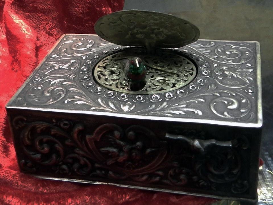 caja musical de tabaco con pajaro cantor automata museo de Musica Mecanica Siegfried's Mechanical Museum Rudesheim Alemania