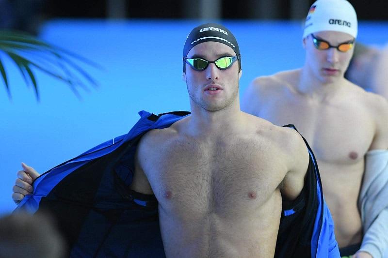 Nuoto e allenamento a secco: macchine, pesi e corpo libero