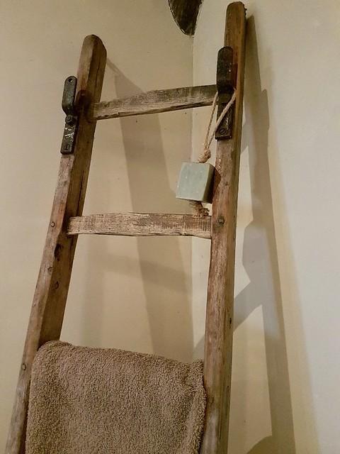 Houten decoratieladder zeep aan touw