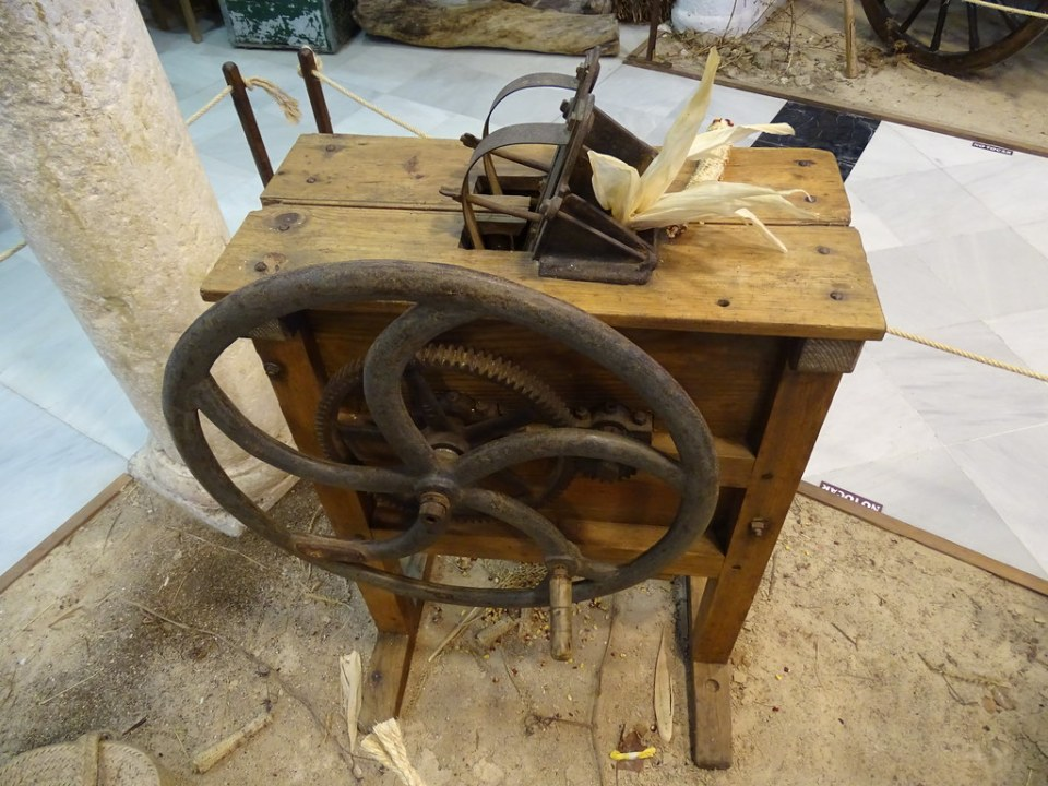 desgranadora de maiz maquinaria agricola Museo Etnografico Medina Sidonia Cadiz