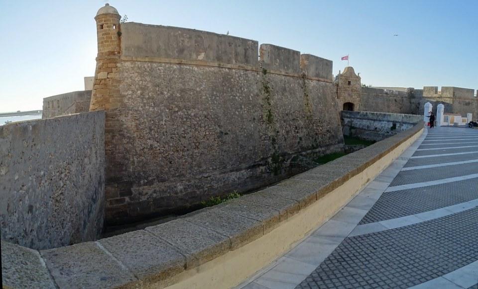 puerta y puente del Castillo de Santa Catalina Cadiz 01