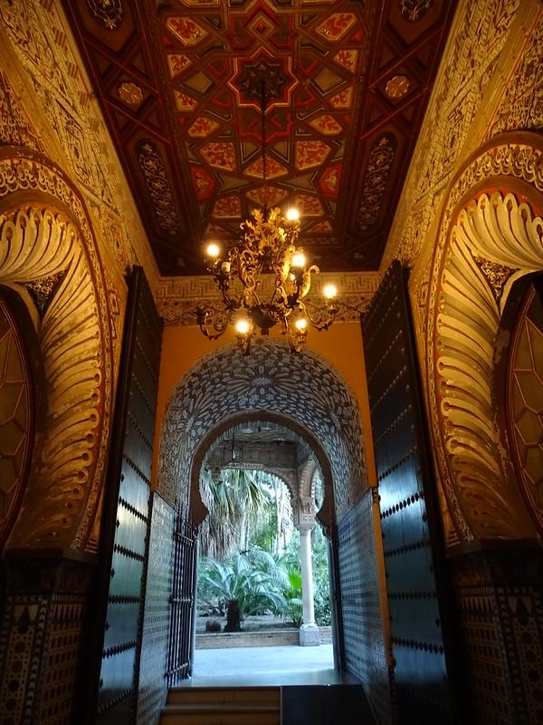 puerta entrada al Ayuntamiento Palacio de Orleáns Borbón Sanlucar de Barrameda Cadiz 01
