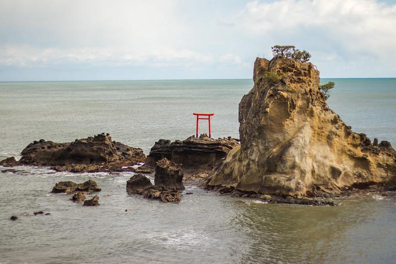 torii gate bentenjima