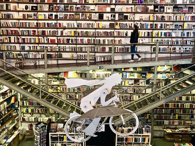 Livraria Ler Devagar a Lisbona