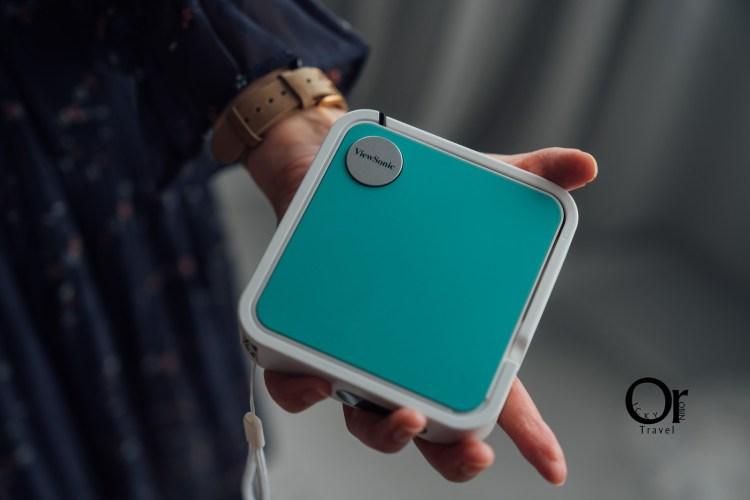 投影機開箱 口袋型投影機帶出門超方便,搭配馬卡龍配色,內建高品質JBL喇叭、Full HD 畫質:ViewSonic M1 mini
