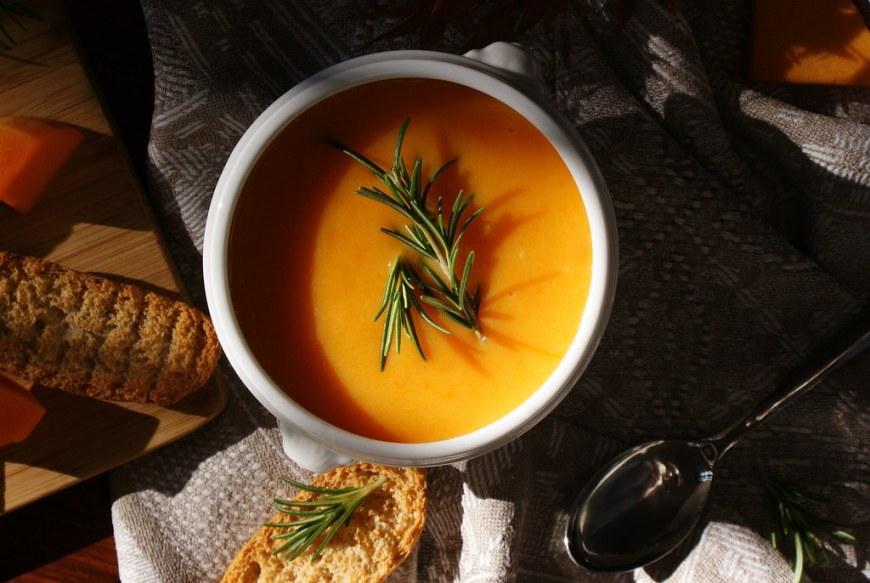 homemade-diy-pumpkin-carrot-potato-soup-recipe-fall-winter-vegan-diet-warm-idea-christmas-quick-easy-vellutata-zuppa-autunno-zucca-carote-ricetta-facile-veloce-francinesplaceblog-12