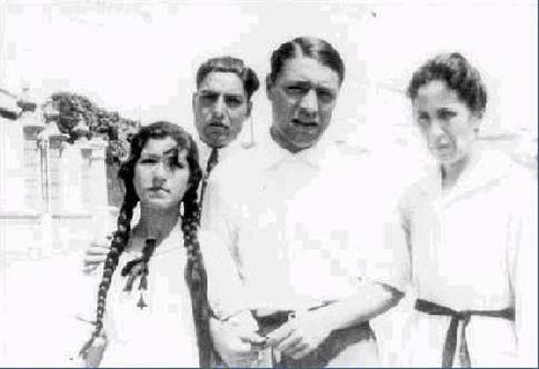 Rosa Pere y JP con Maria Casadavell, la madre en Calella de Palafrugelle Twitter