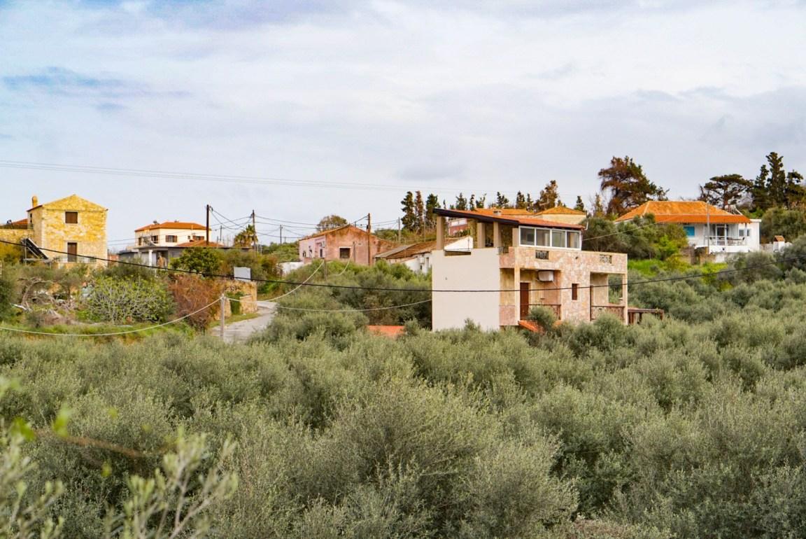 Ulkonaliikkumiskielto Kreikassa - Ensimmäinen viikko