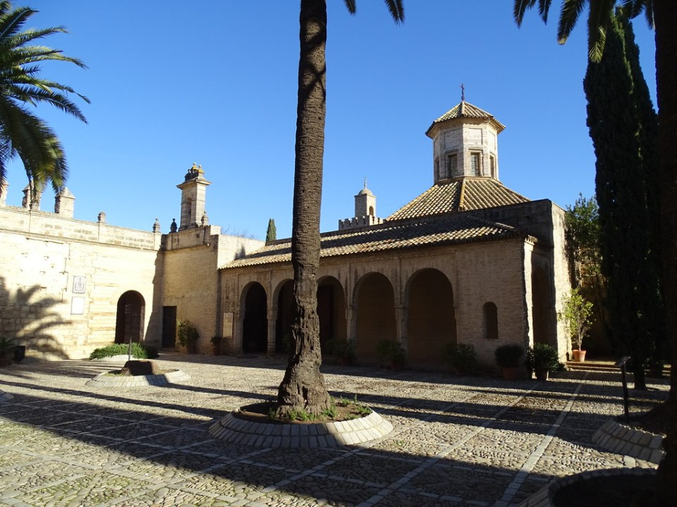 Patio de Armas y La Mezquita El Alcazar de Jerez de la Frontera Cadiz 01