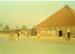 1972-xx-xx - Bouw Ligboxenstal - 008
