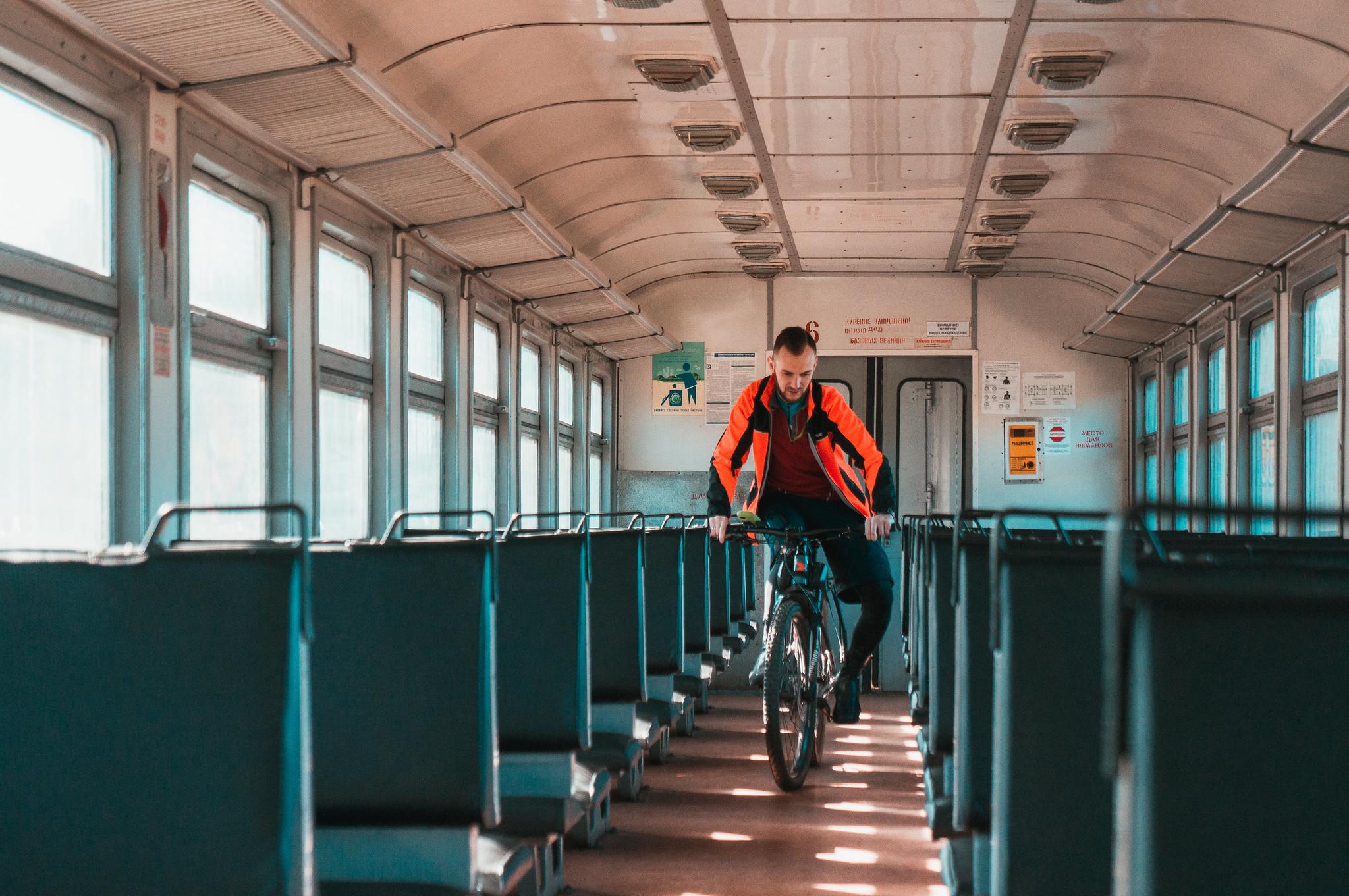 Пустые вагоны поездов в период короновируса