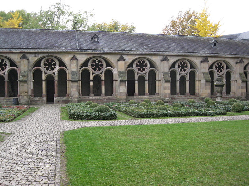 IMG_2101 Trier Dom kloostertuin
