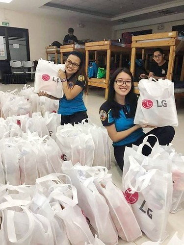 LG Electronics Pasig City staff getting ready to distribute 500 bags of personal care kits