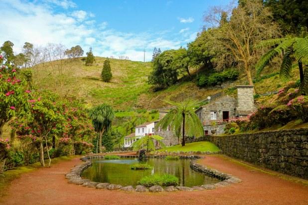 Fuente en el parque natural Ribeira dos Caldeirões en Sao Miguel
