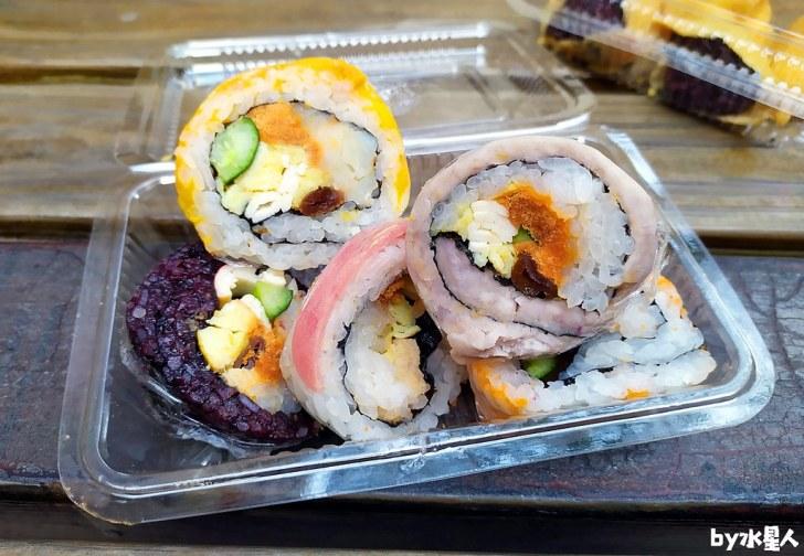 49808833752 d166c5727d b - 隱藏版壽司邊一盒20元!大隆路黃昏市場排隊美食,用料滿滿口味多