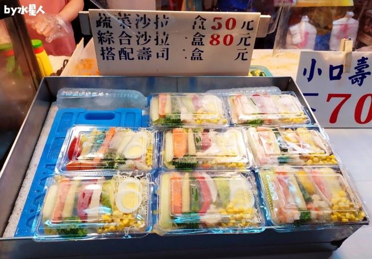 49808833897 f20353a6f2 b - 隱藏版壽司邊一盒20元!大隆路黃昏市場排隊美食,用料滿滿口味多